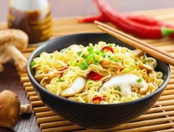 6 nguy hại sức khỏe từ mỳ ăn liền  常吃泡麵的6大危害!
