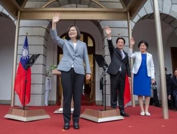Bà Thái nhậm chức tránh nhắc sự đồng thuận chung năm 92, nhưng lại sửa đổi hiến pháp, giới học giả l