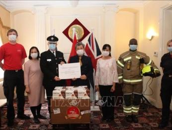 Việt Nam tặng hàng trăm nghìn khẩu trang cho Anh, CH Ireland 越南向英國和愛爾蘭捐贈數十萬隻抗菌口罩