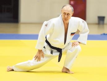 Người đàn ông cứng rắn Putin bị bệnh Parkinson  Tay chân run rẩy The Sun phỏng đoán Ngài sẽ từ chức