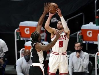 Los Angels Clippers đánh bại Chicago Bulls 130-127 Los Angeles Clippers 以130-127 擊敗 Chicago Bulls