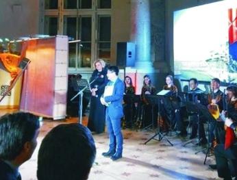 Công dân Việt nhận bằng khen của Thành phố St.Petersburg 越南公民榮獲聖彼得堡市的榮譽獎狀