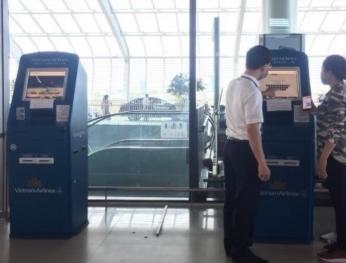 Vietnam Airlines triển khai dịch vụ kiosk check-in tại sân bay Cát Bi 越航在吉碑國際機場開展自助機辦理登機手續服務
